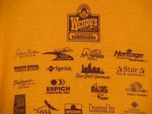 Wendysのロゴ入りTシャツ