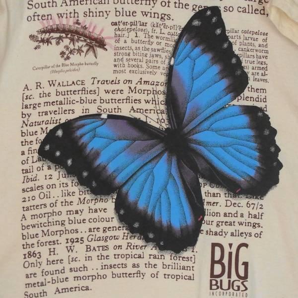 蝶の柄のTシャツ
