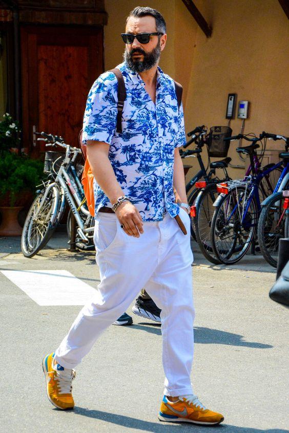 タイトめのアロハシャツとホワイトデニムの着こなし