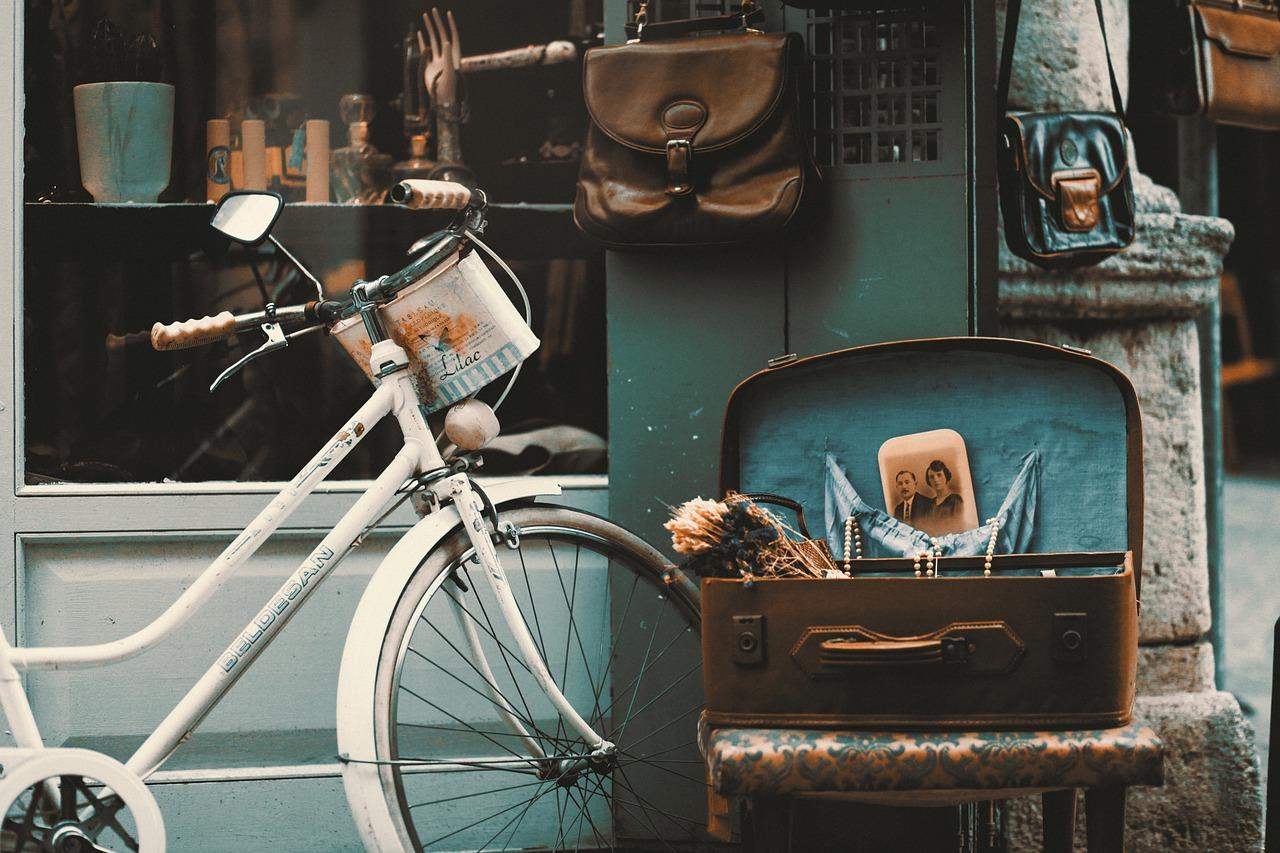 レトロな家具や自転車